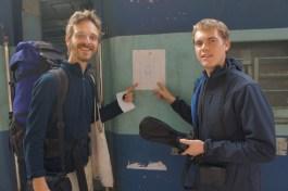 Ade Datenschutz: In den Eingangsbereichen der Züge hängen die Reservierungslisten mit Name, Alter, Geschlecht und natürlich der Sitz- oder Bettplatznummer aus