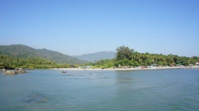 Auch wenn dieser Strand in Palolem absolut paradiesisch wirkt: Meinem Handy hat eine Untiefe in dieser Bucht den Garaus gemacht :(