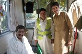 ... Schrankenwärter bei Taxila, die verwundert waren, dass sich jemand für ihre Arbeit intereessiert...