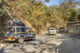 Mit dem Jeep gehts die 230 Kilometer durch den Dschungel von Silchar nach Imphal