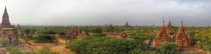 Tagsüber bietet sich dieser Blick über Bagan (in der Nähe des Dhammayazika-Tempels)