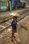 Verhungern tut man im Zug definitiv nicht - ständig werden frische und lokale Snacks angeboten