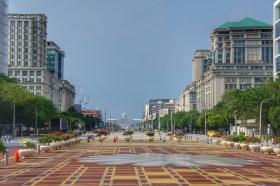 Die 1995 gegründete Planstadt Putrajaya ist das Zentrum für die malaysische Regierung und für die Verwaltung. Der Boulevard erinnert mich sehr stark an die Karl-Marx-Allee in Berlin
