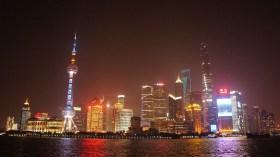 Nachts zeigt sich Shanghai nicht minder beeindruckend