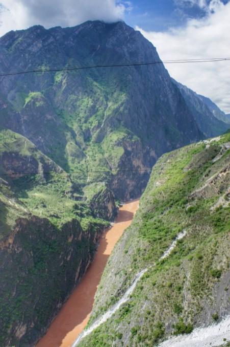 Noch nie hat es jemand geschafft, auf dem Jinsha-Fluss die Tiger Leaping Gorge vollständig zu durchqueren