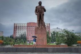 Ein Lenindenkmal darf in keiner russischen Stadt fehlen. In Chita, meiner ersten größeren Stadt in Russland, war der Leninplatz trotz der eingeschränkten Sicht durch den strömenden Regen kaum zu verfehlen