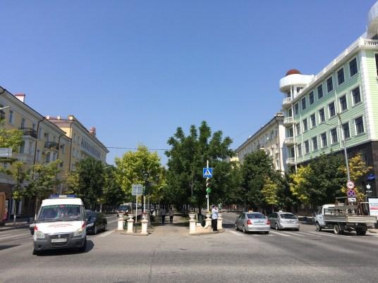 Ganz normales Straßenleben in Grosny. Kaum vorstellbar, dass die Stadt in den Tschetschenienkriegen völlig zerstört wurde.