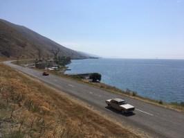 Der rund 1.900 Meter hoch gelegene Sevan-See und das auf einer Halbinsel gelegene Kloster Sevanavank sind ein beliebtes Ausflugsziel für Einheimische und ausländische Besucher. Nachdem ich mir das Kloster bereits 2013 angeschaut habe, erkunde ich dieses Mal die Nordseite des Sees.