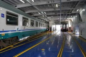 In der Eisenbahnfähre von Villa San Giovanni über die Straße von Messina nach Messina