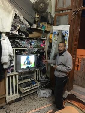 Salah liebt Flohmärkte. Diese Zuneigung spiegelt sich deutlich in der Ausstattung seiner Wohnung wieder.