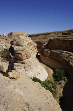 Wo führt dieser Canyon hin? Der Blick auf die Karte verrät: Wenn wir diesem folgen, müssten wir unseren heutigen Zielort Tamarza zu Fuß innerhalb von 2-3 Stunden erreichen.