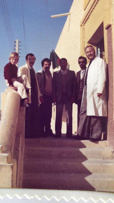 Besagtes Bild von 1981 oder 1982:ganz rechts mein Papa, ganz links mein Bruder, Dritter von rechts Azizas Onkel, Herr Boulifa.