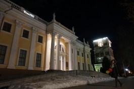 Rumyantsev-Paskevich-Palast am Ufer des Sosch