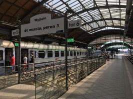 Nach dem Umstieg in Wrocław (hier im Bild) reise ich durch Polens Süden weiter nach Kraków und Przemyśl –nahe der ukrainischen Grenze.