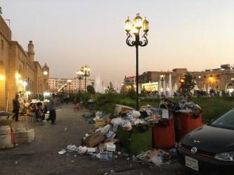 Eine kleine Impression, dass der Müll WIRKLICH ein Problem ist. Wenigstens ist er hier bereits zusammengekehrt.