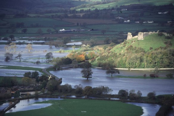 Tywi in flood. Picture courtesy of http://derekbirdbrain.blogspot.co.uk/2012/01/floode-waters-rise.html