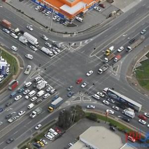 ما هي قواعد أولويات المرور عند تقاطع الطرق ؟
