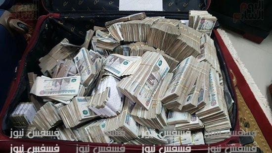 صور الأموال المضبوطة لدي عنتيل الرشوة