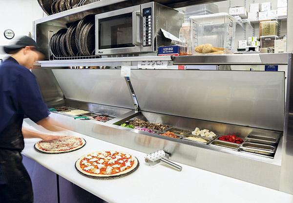 Rotolo pizza prep