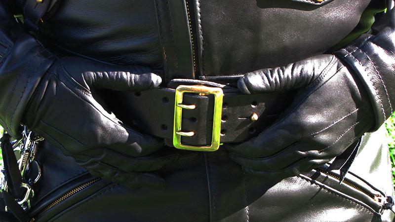 Fetisch auf Maß: Lederbekleidung