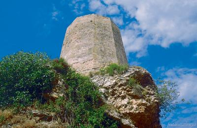 What remains of the Castell d'Òdena, founded by Sal·la and Unifred