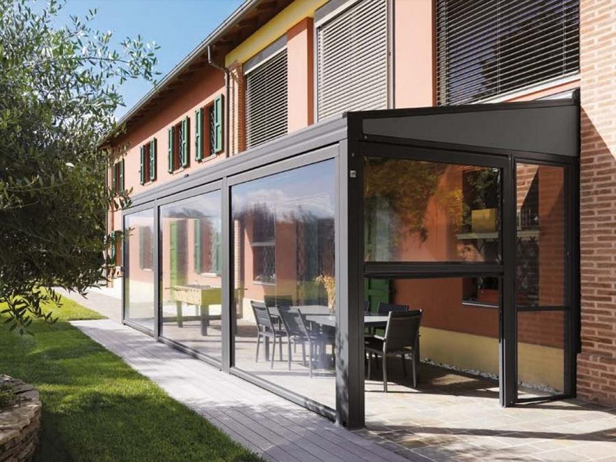 Tenda sprech ,con cassonetto e guide laterali in alluminio, dotata anche. Tende Invernali Trasparenti Per Esterni In Pvc Per Balconi