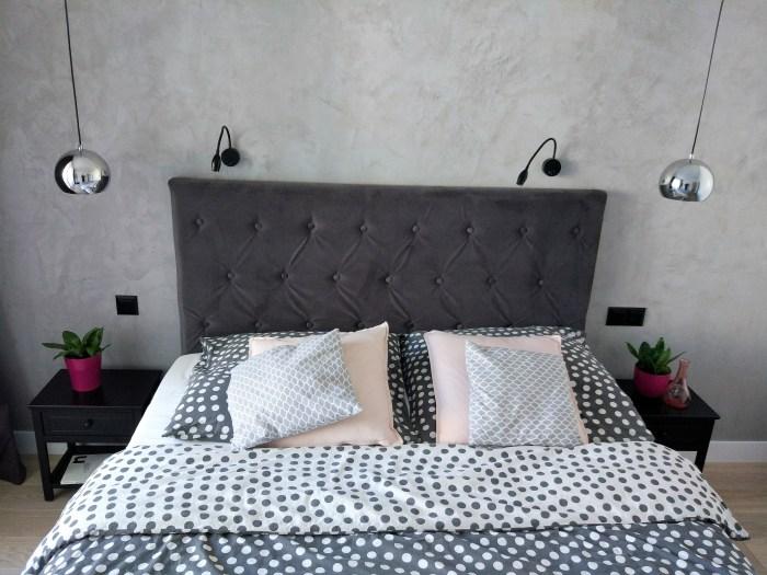 Beton we wnętrzach - mikrocement w sypialni