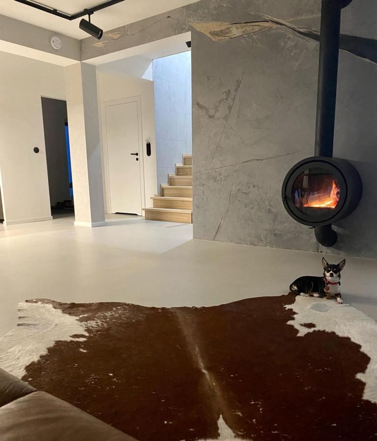betonowa posadzka w domu