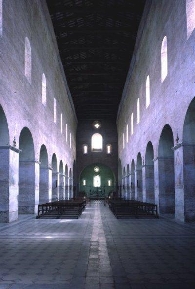 Tre Fontane - Navata centrale della chiesa