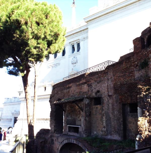 """APERTURA SPECIALE! L'insula dell'Ara Coeli: tra botteghe, nobili residenze e umili dimore in un """"grattacielo"""" della Roma imperiale"""