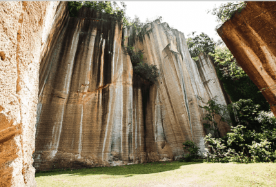 高さ50mの断崖絶壁を背に採石場跡でライブ!?「岩壁音楽祭」開催決定&第1弾で、Licaxxx、mabanua、Seihoら