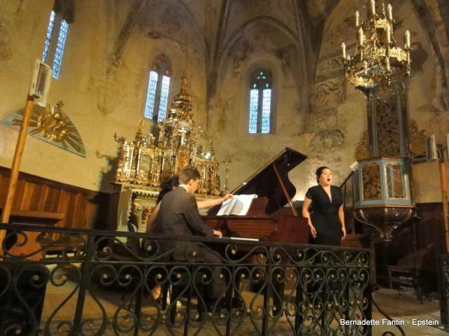le Duo Efflorescence composé d'Anaïs Constans (soprano) et Benjamin Carré (piano) en l'église de Bourisp - Vallée d'Aure - Pyrénées