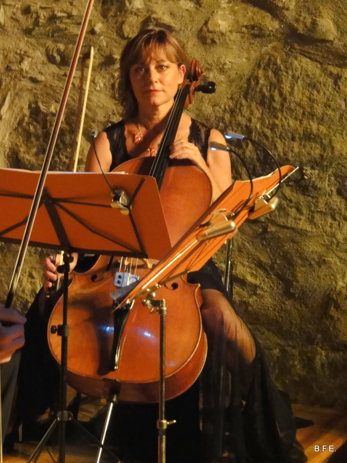 Corinne Gelet violoncelle de l'ensemble Zeste