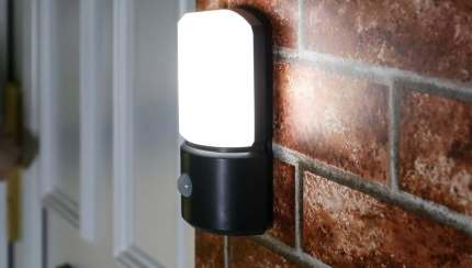 Outdoor Battery Security Wall Light With Pir White Leds