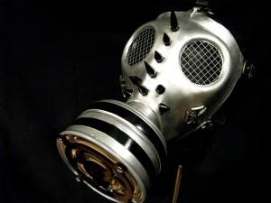 Studded Gasmask スタッズが打たれたガスマスクの例