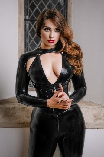 Photograph of Dominatrix Gynarchy Goddess in rubber catsuit on London