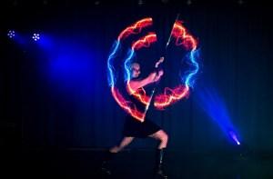 tanzshow-led lichtshow-lightshow mit grafik-lichtershow-künstler buchen frankfurt