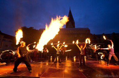 Stuttgart City leuchtet! Feuer-Performance