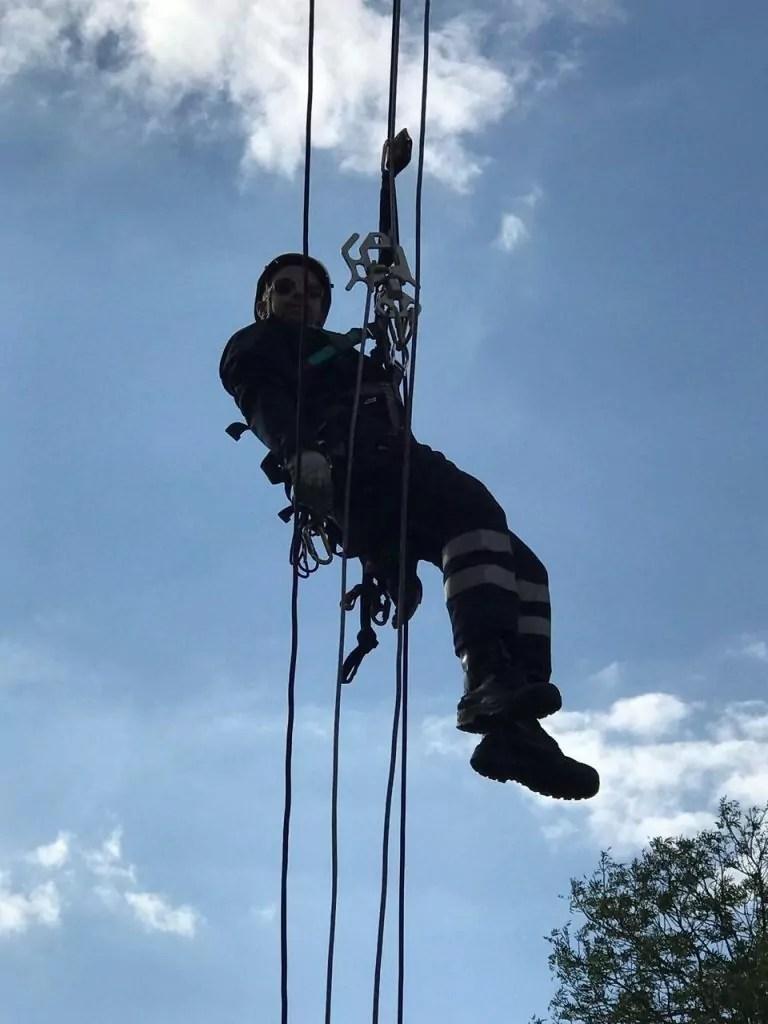 Hängt in den Seilen