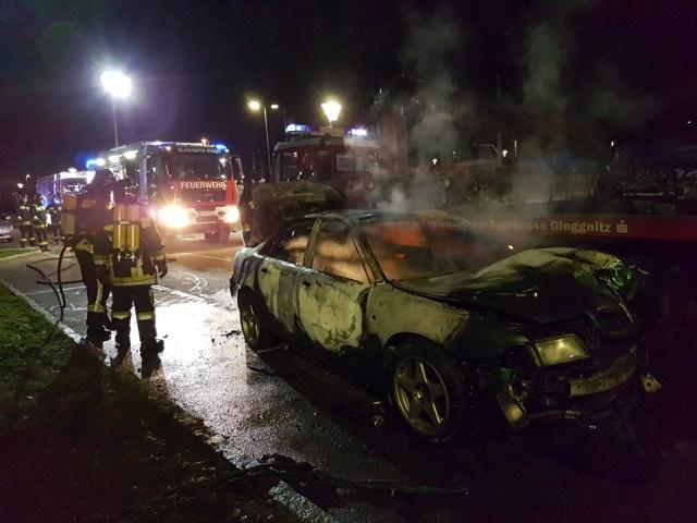 Zuerst Verkehrsunfall und dann Fahrzeug ausgebrannt