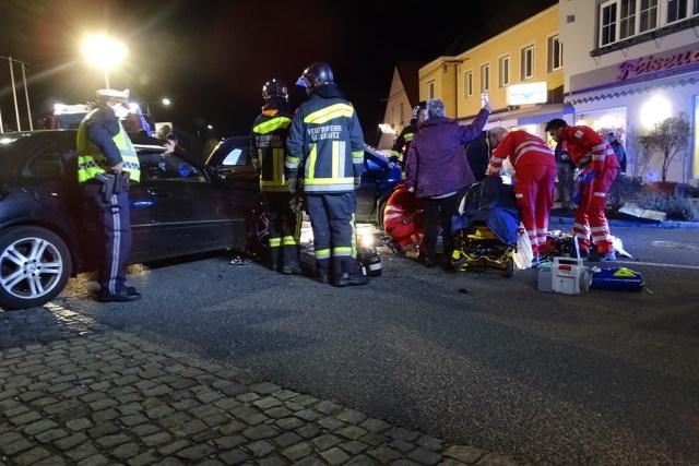Verkehrsunfall fordert 3 zum teil schwerverletzte Personen