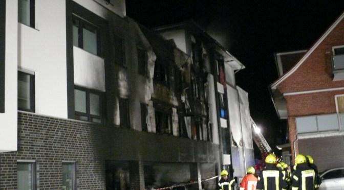 Großbrand in Lohne: Wohn- und Geschäftshaus brennt