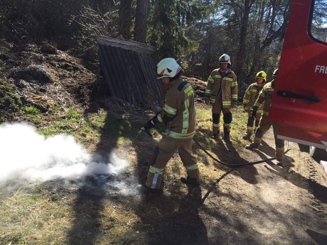 Kleiner Brand im Freien Untermieming 08-04-2015