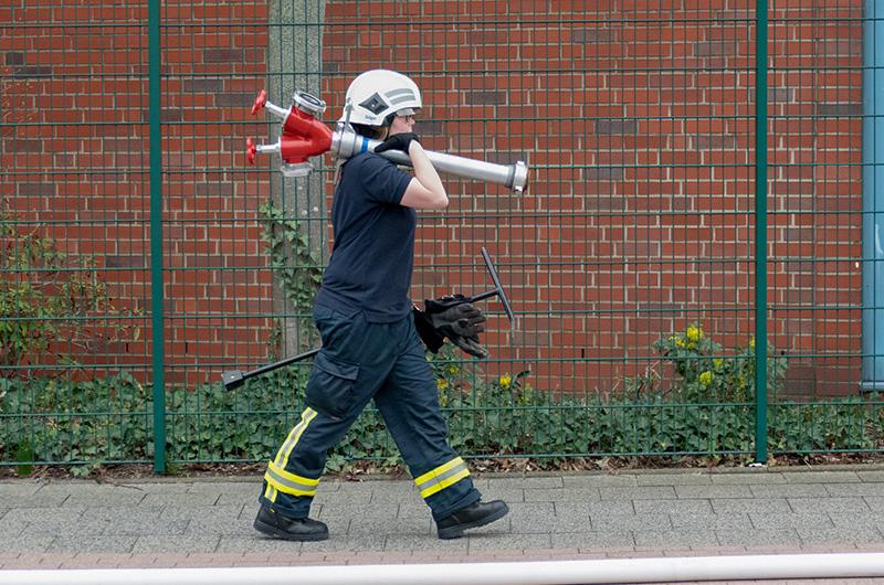 ueb_betten_fw_frau_hydrant-schlepp