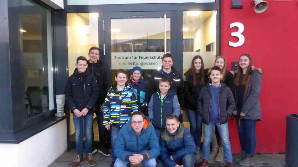 Jugendfeuerwehr besucht das Zentrum für Feuerschutz und Rettungswesen