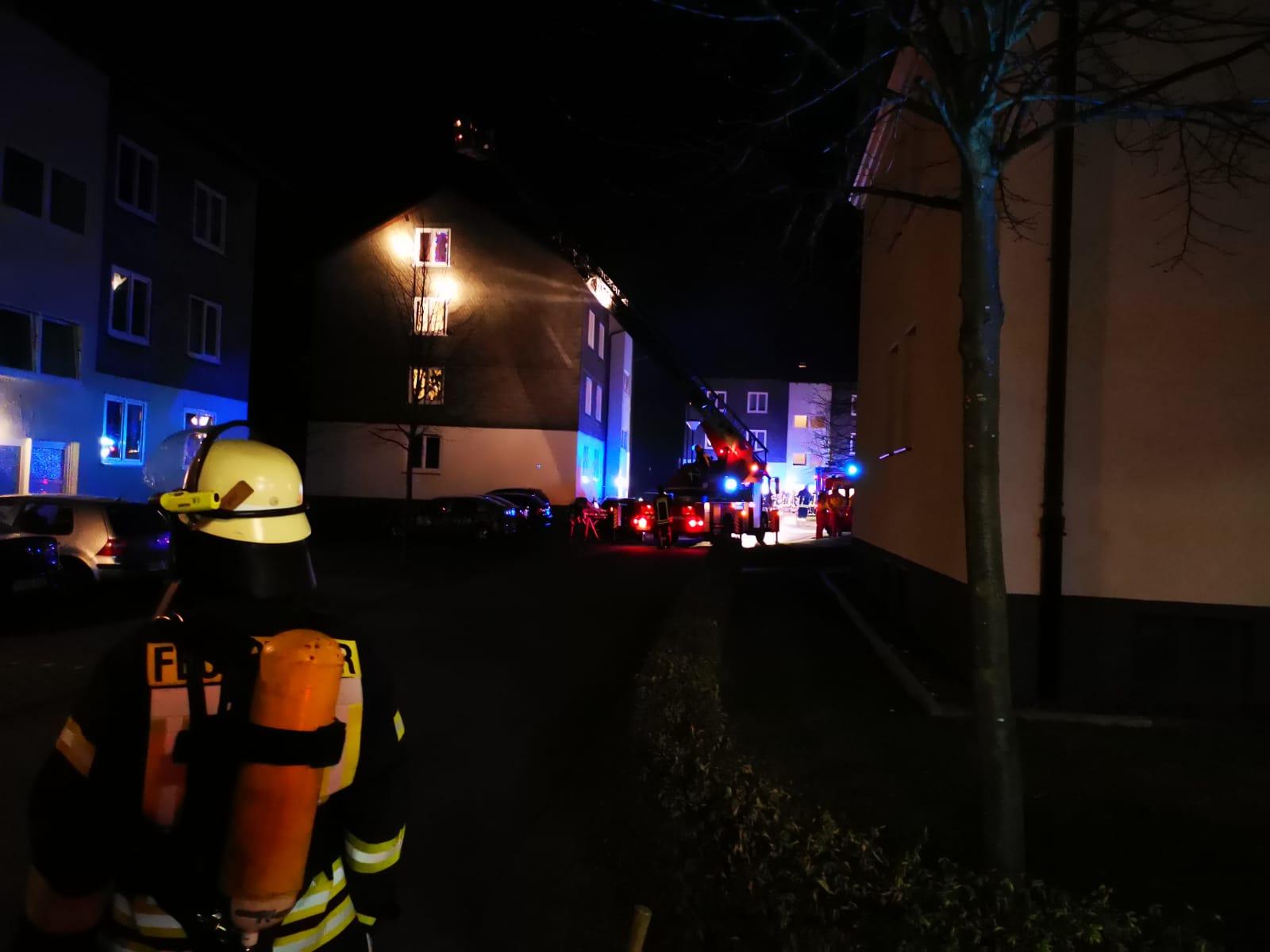 Küchenbrand in Mehrfamilienhaus In der Tränke – schnelles Eingreifen der Feuerwehr begrenzt den Schaden auf Brandwohnung
