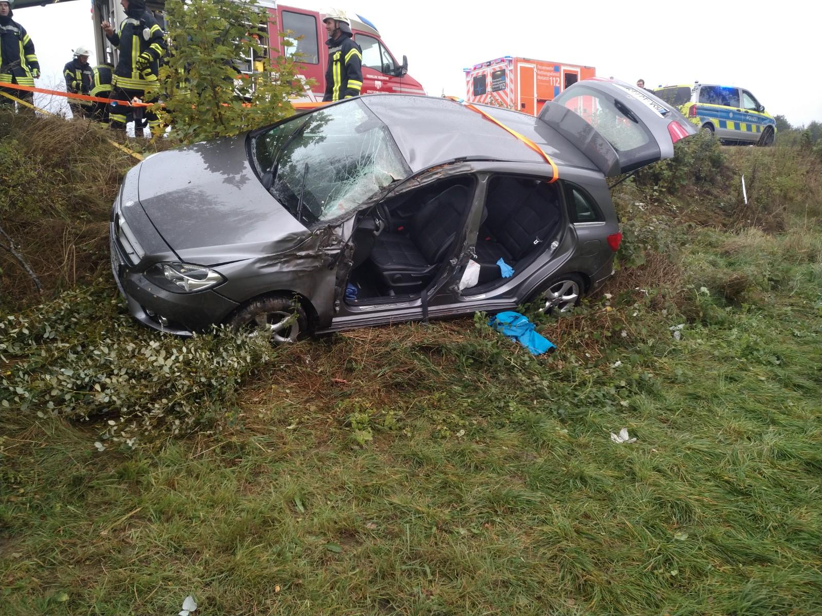 Schwerer Verkehrsunfall mit eingeklemmter Person in Bödefeld