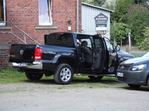 Der beschädigte VW Amarok. Foto: Roland Halkasch
