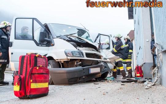 Menschenrettung nach Verkehrsunfall auf der L73 in Senftenberg (+Video)
