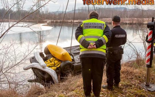 Pkw samt Leiche aus Teich bei Hollenburg geborgen